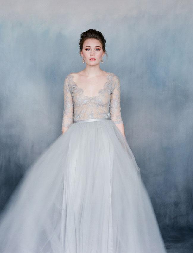 Váy cưới của Emily Riggs