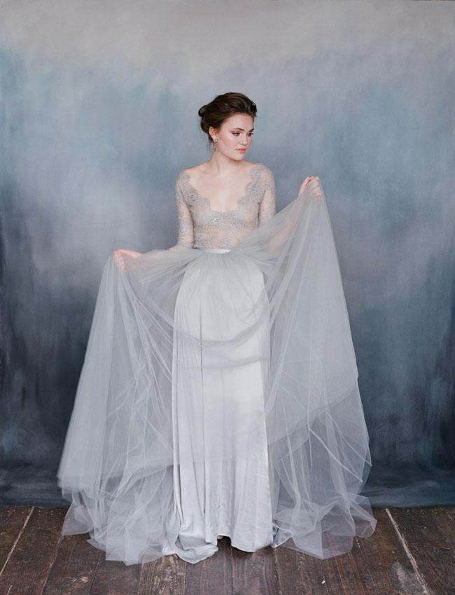 Váy cưới với màu xám chủ đạo