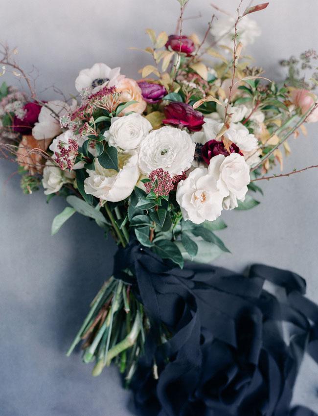 Hoa cưới với tông màu đen