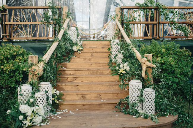 garland staircase