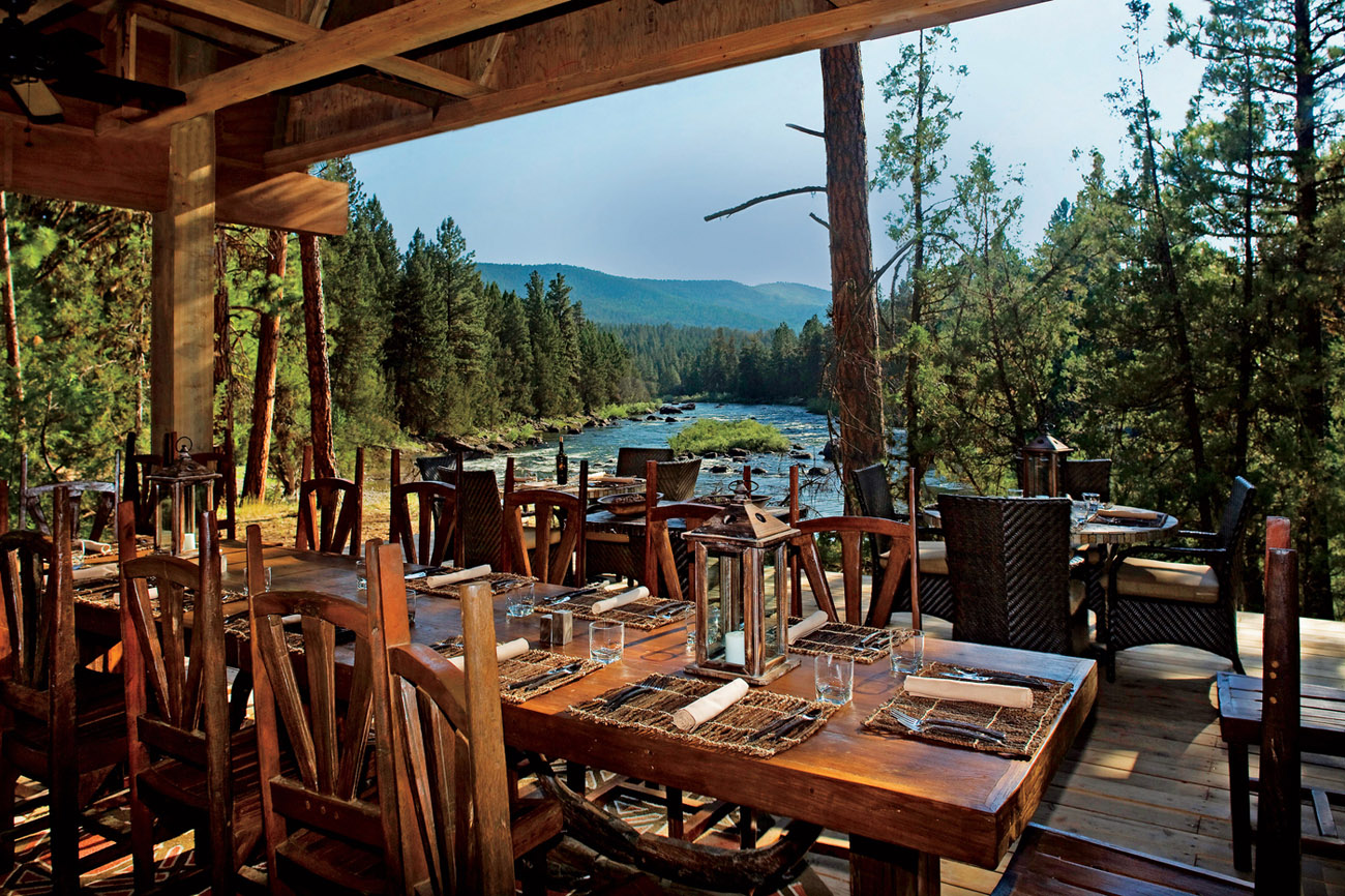 paws up river dining