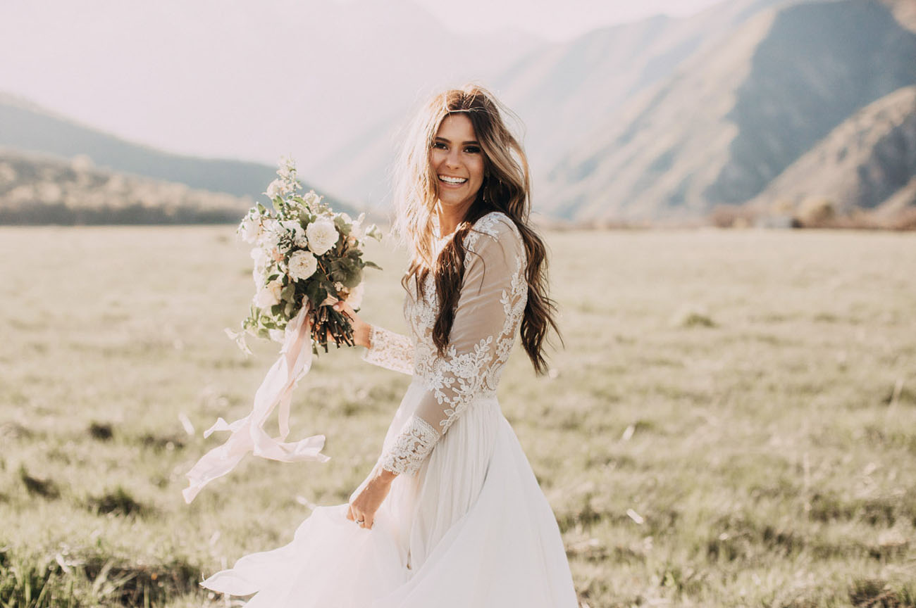 Utah Backyard Wedding. Utah Bride