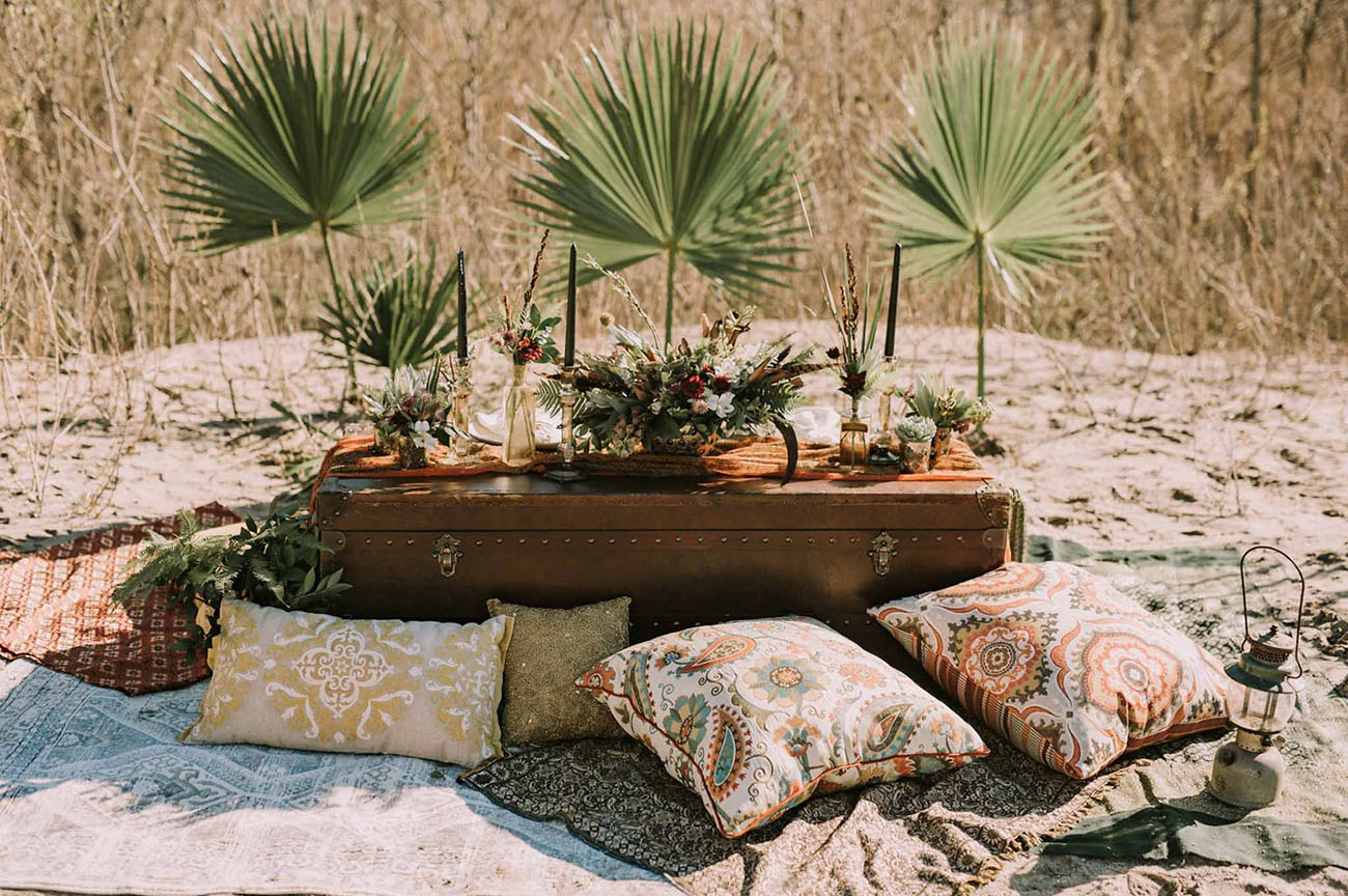 palm fan tablescape