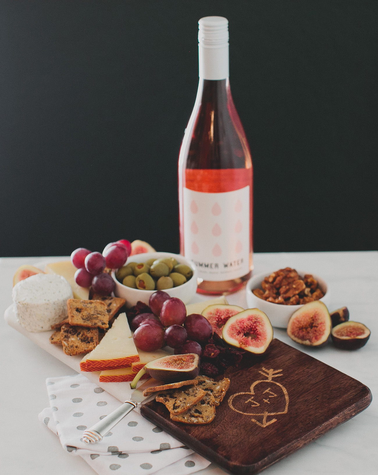 personalized marble and wood cheeseboard from shutterfly
