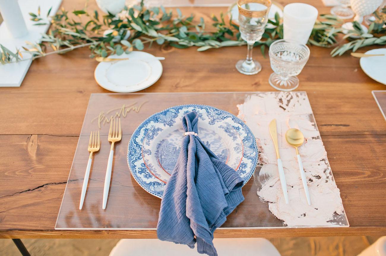 blue dinner napkin