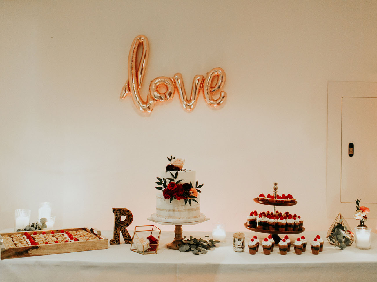 love dessert table