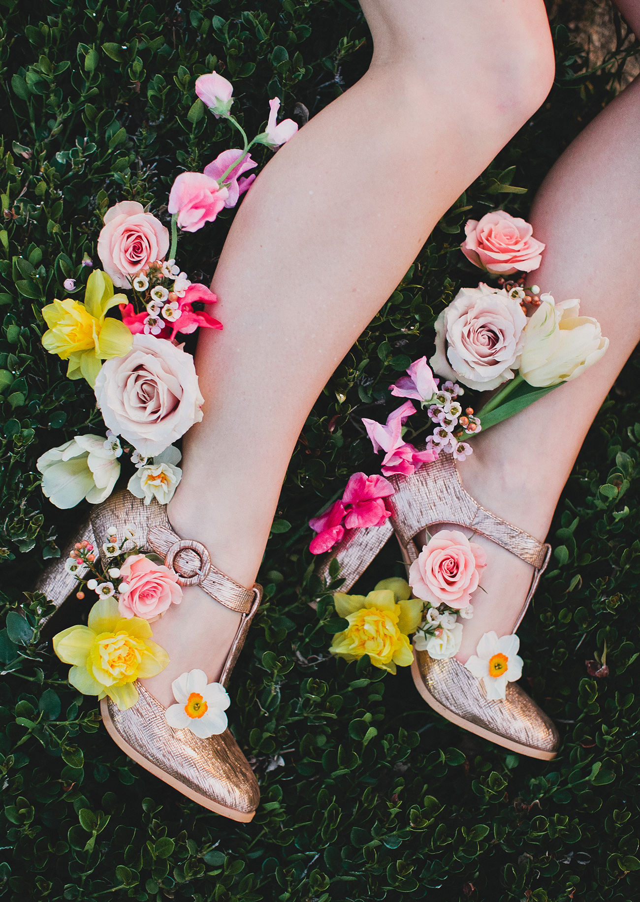 Gold heels with flowers surrounding