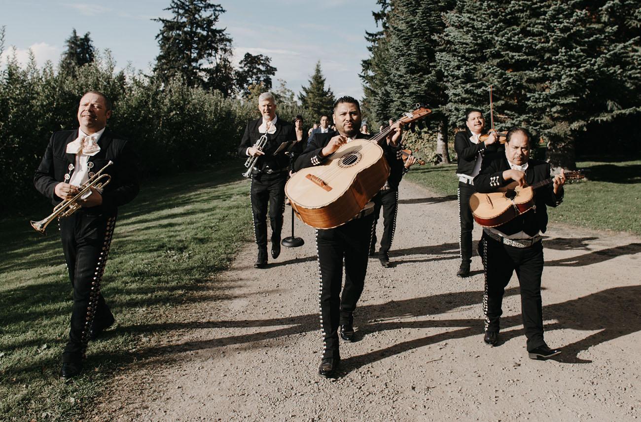 mariachi band entrance