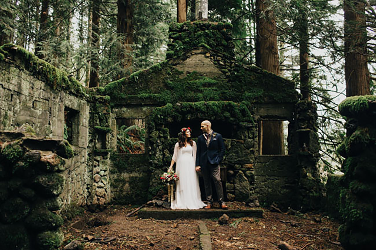 The Columbia River Gorge, Oregon presented this adventurous couple with their venue for eloping
