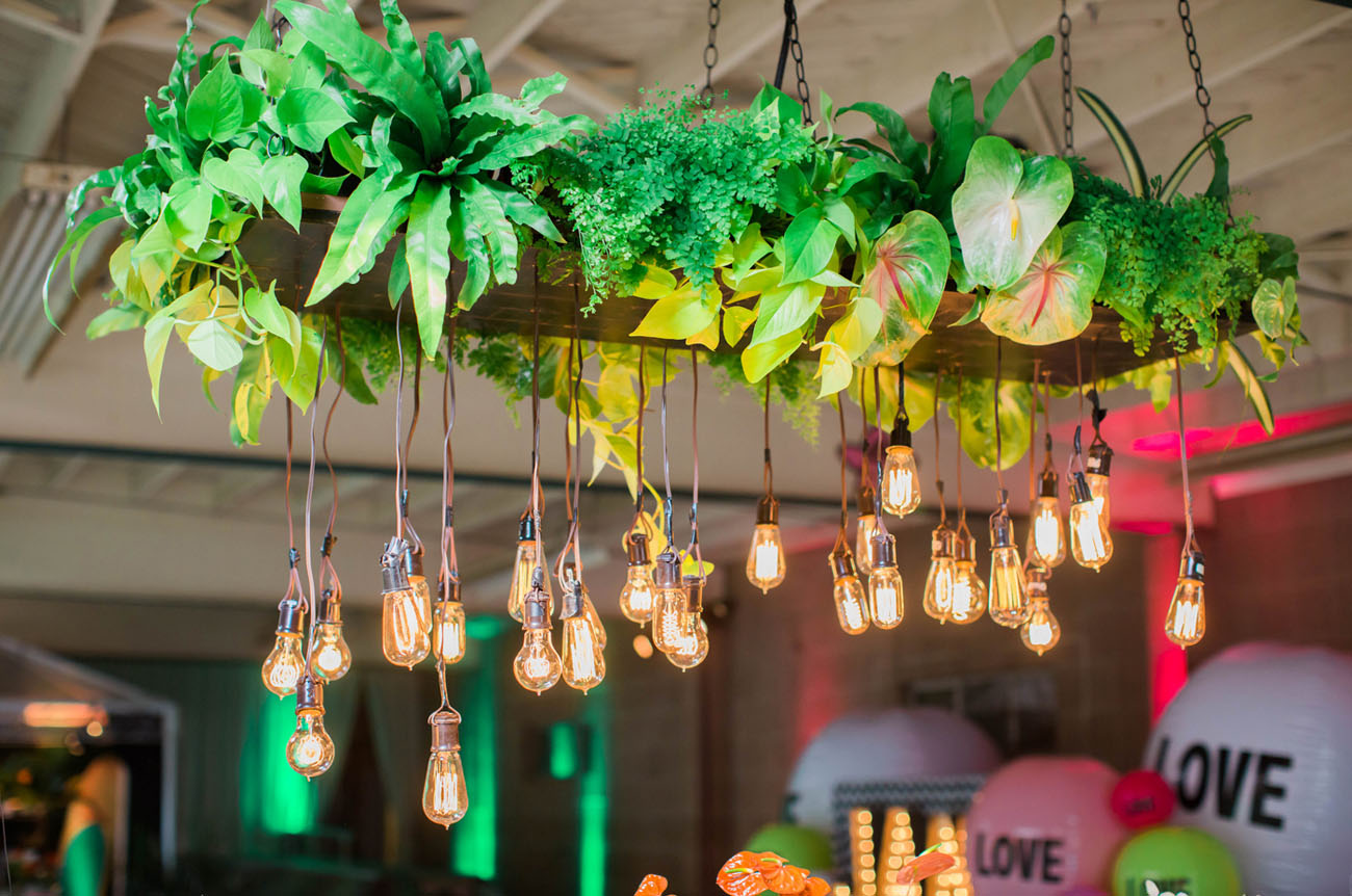 hanging bulb tablescape