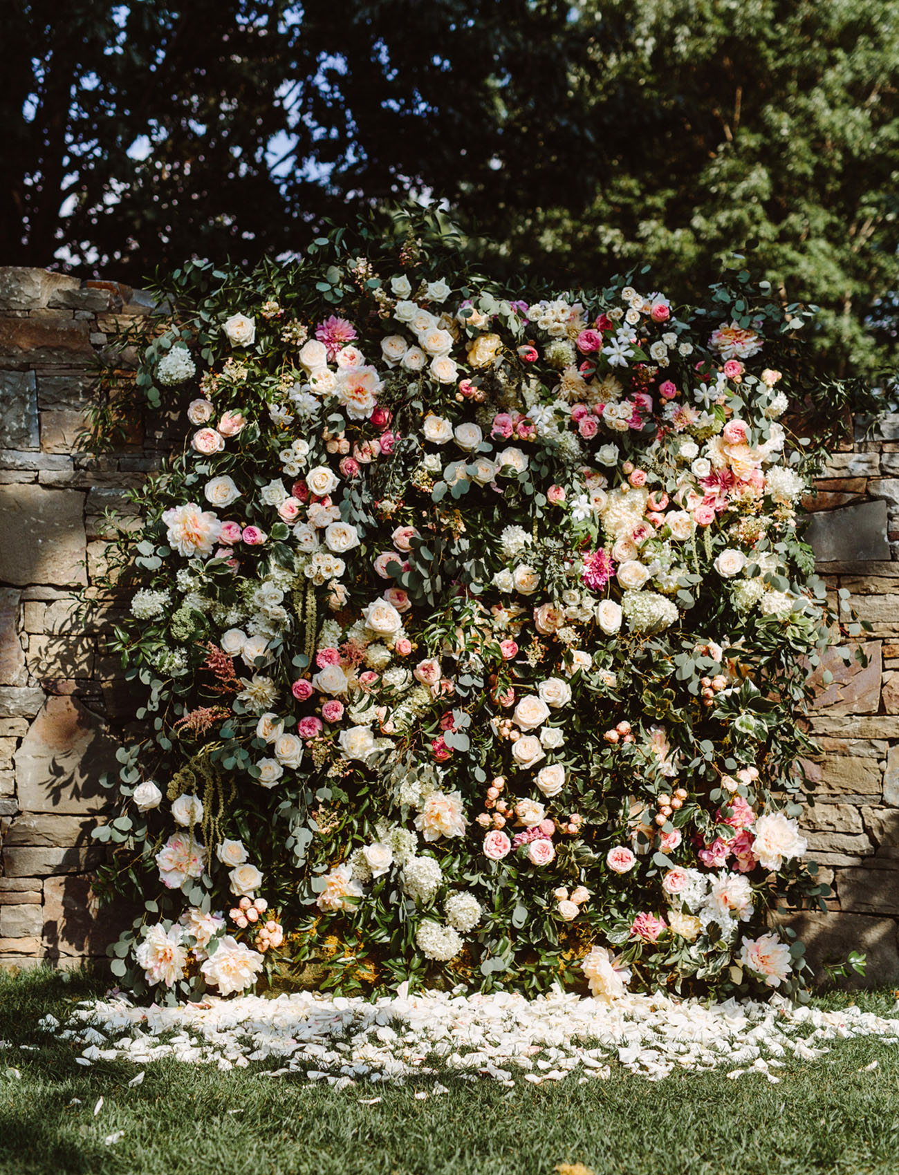 East Coast Garden Wedding With a Jaw-Dropping Flower Wall - Green ...