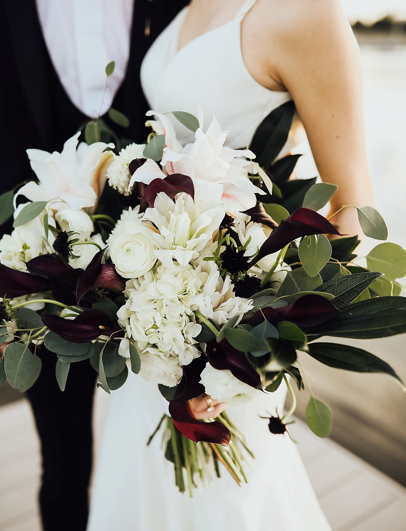 white and dark bouquet
