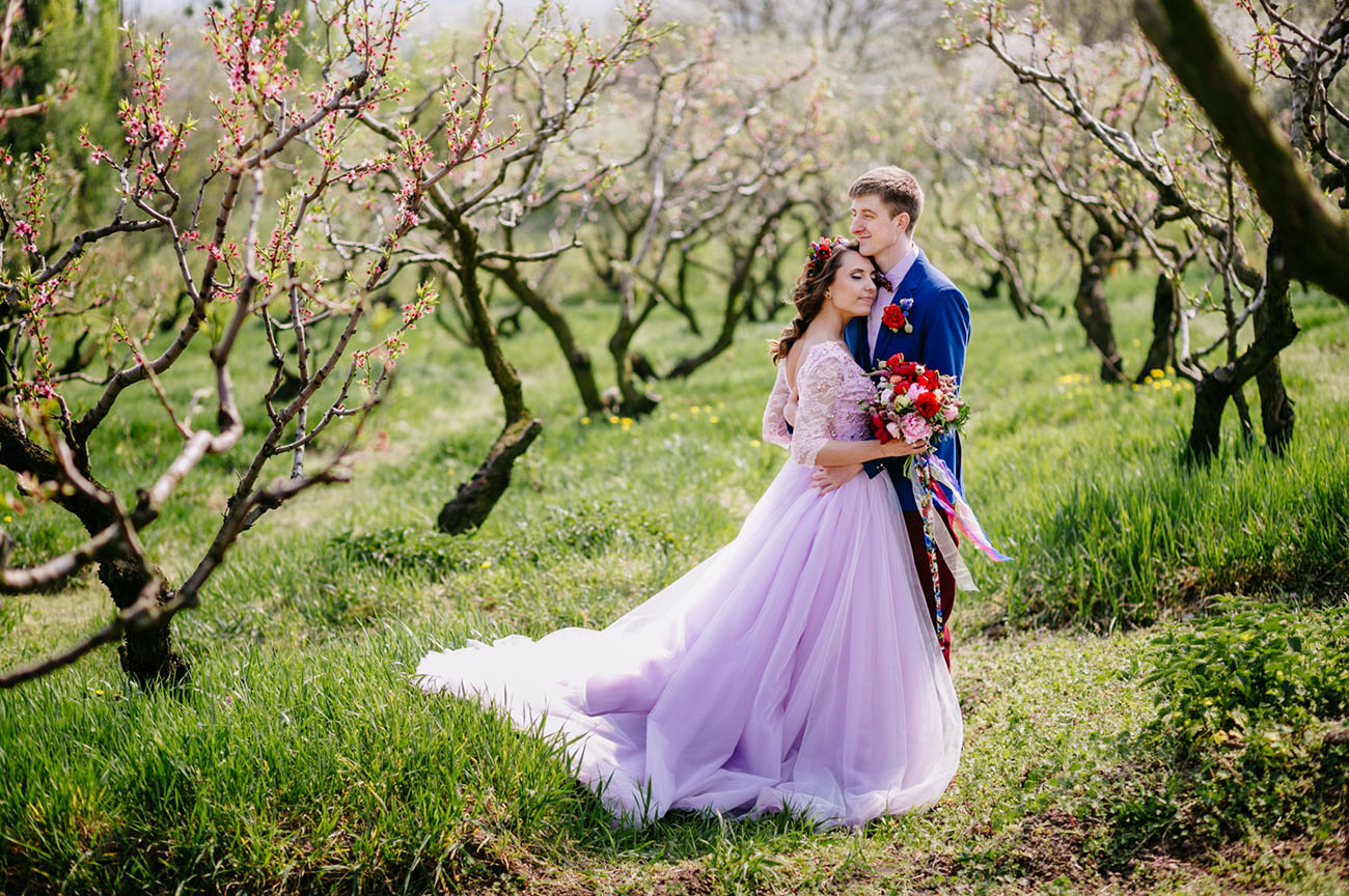 The Bride Wore Lavender in this Colorful Kiev Wedding
