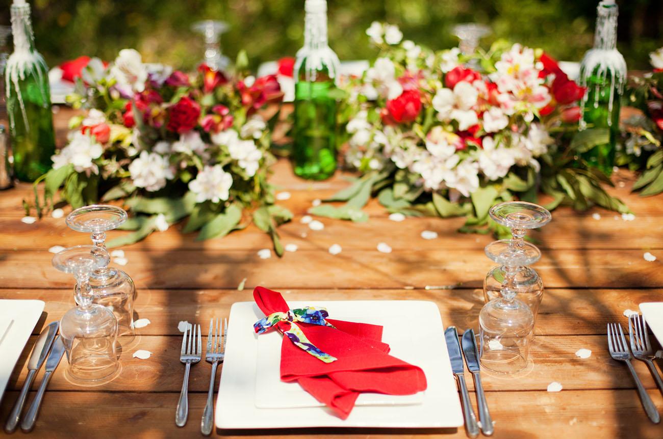 red dinner napkins