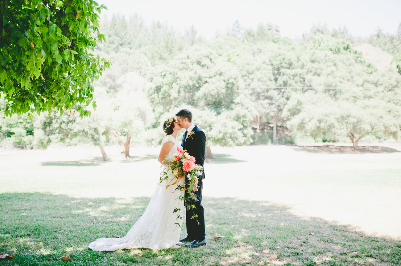 Real Simple Weddings 2017: A Cheery Springtime Wedding With A Train Ride Through The