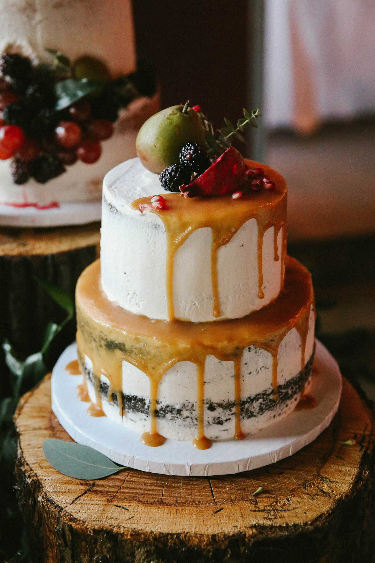 The Hottest Trend In Wedding Desserts Drip Cakes Green