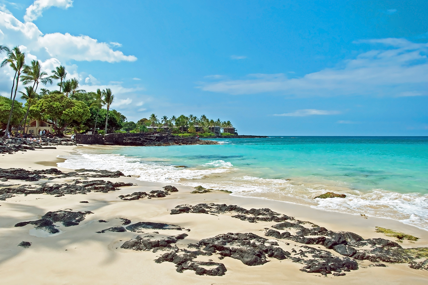 4 picture perfect honeymoons with luna green wedding for Best hawaii island for honeymoon