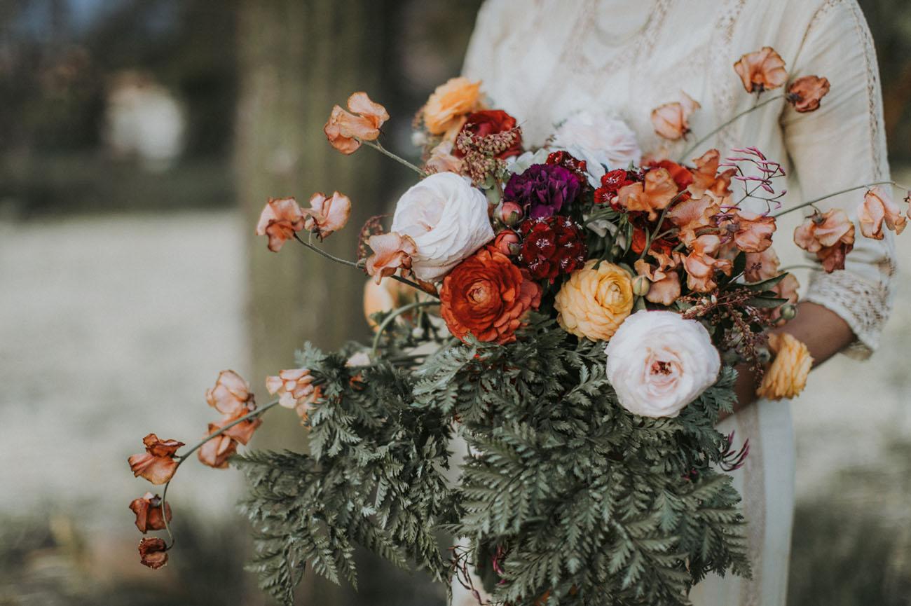 loose ranunculus bouquet