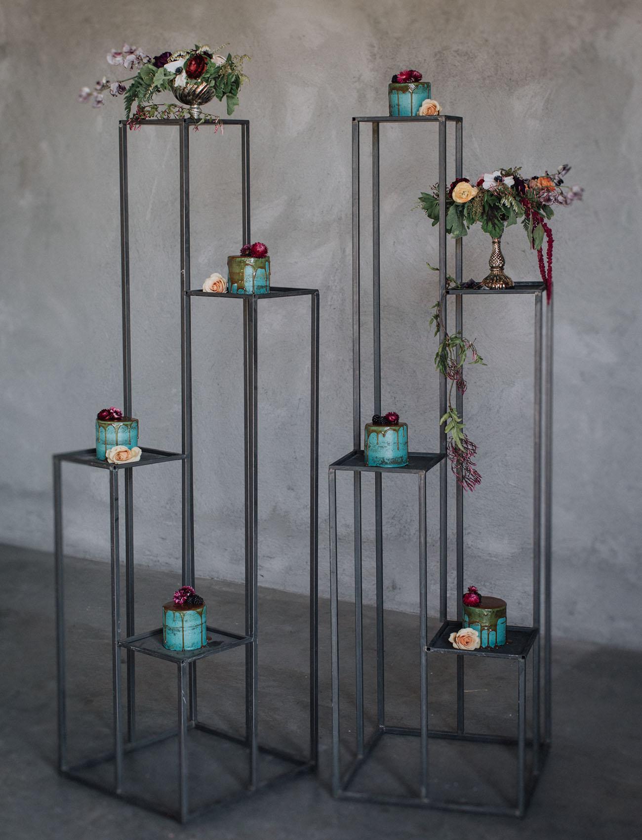 modern cake stand