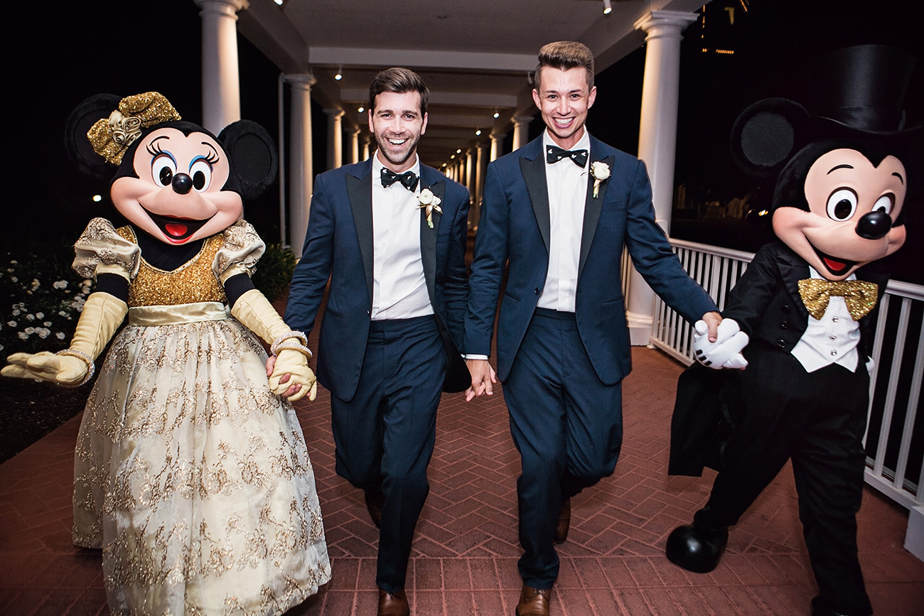 walt disney world wedding with mickey and minnie