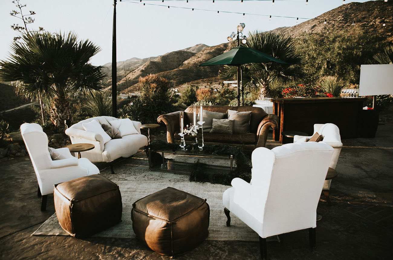 Found Vintage Rentals Always Has The BEST Furniture Rentals. Who Else Wants  This Lounge In Their Home?!