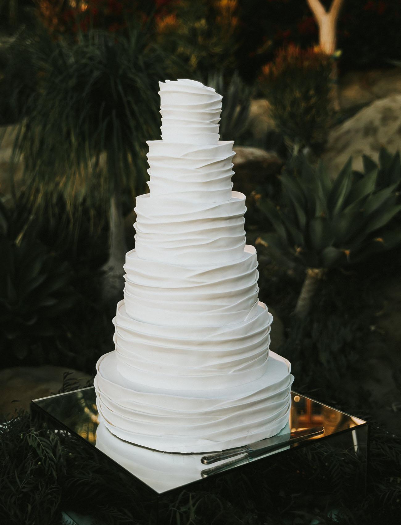 white layer wedding cake