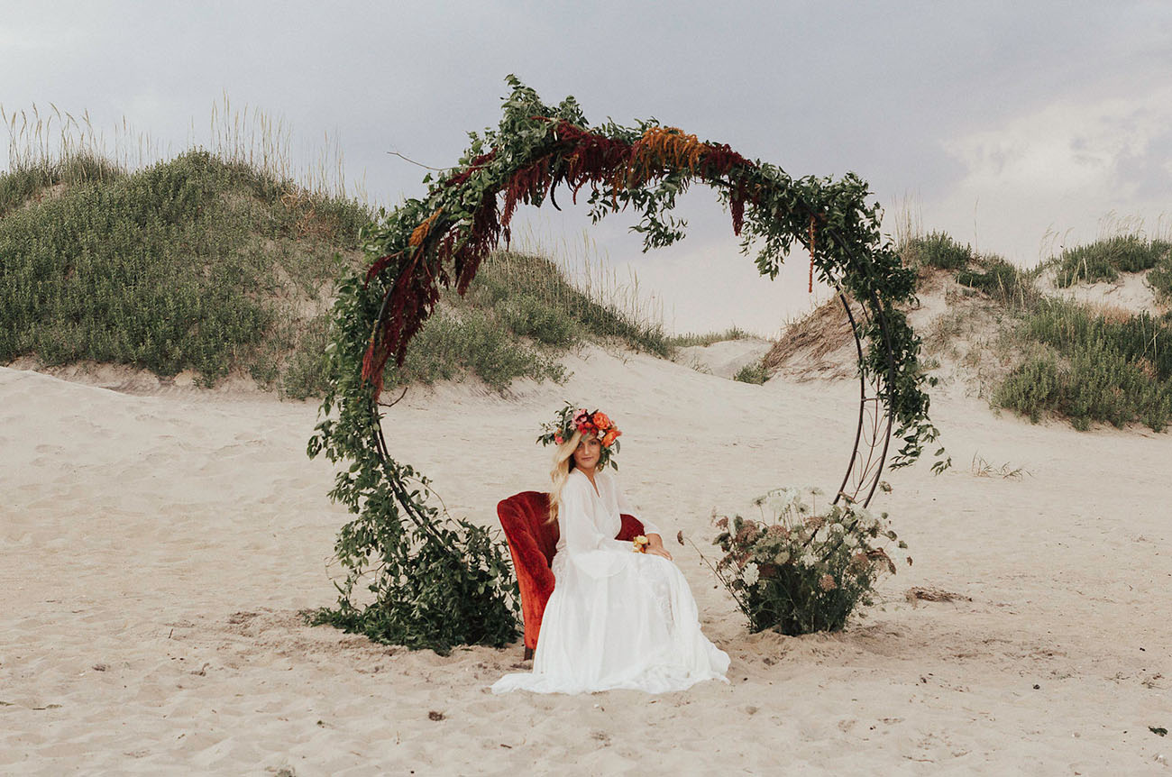 8a83855c50 Bohemian Sunset Bridal Session with Dreamy Floral Designs - Green ...