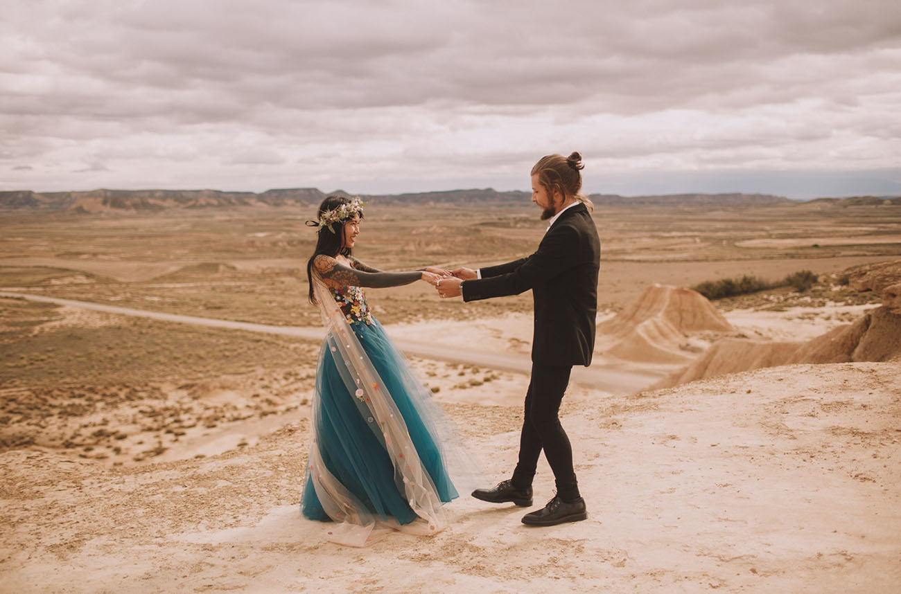 Vow Renewal at Spain?s Bardenas Reales Desert with a Teal + Tulle Dress