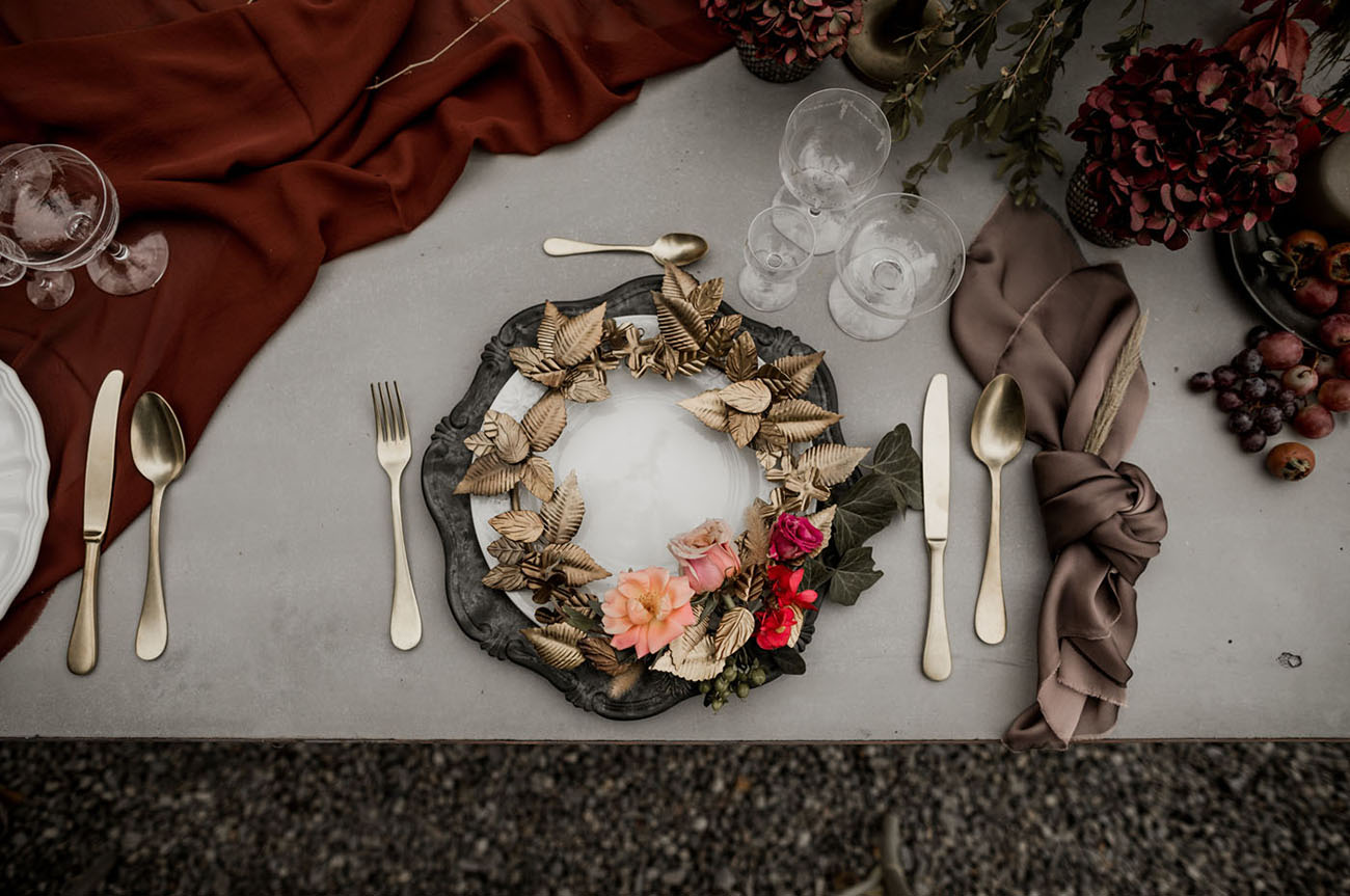 wreath plate setting