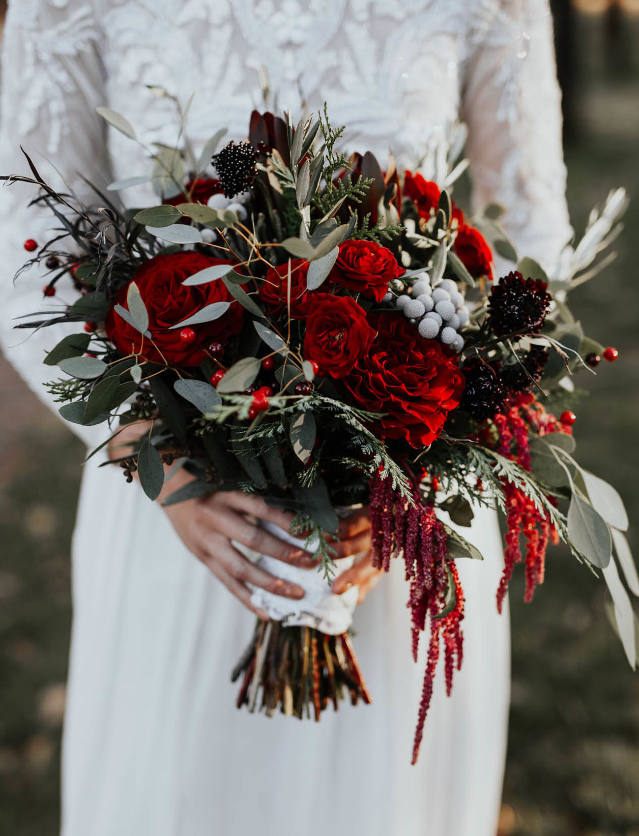 red winter bouquet