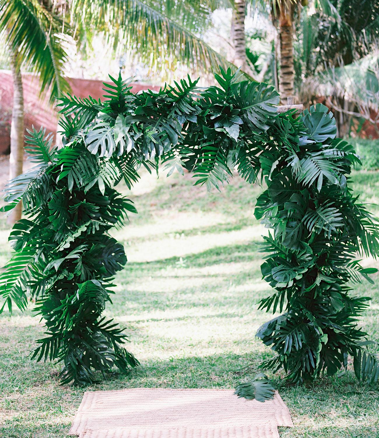 monstera leaf backdrop