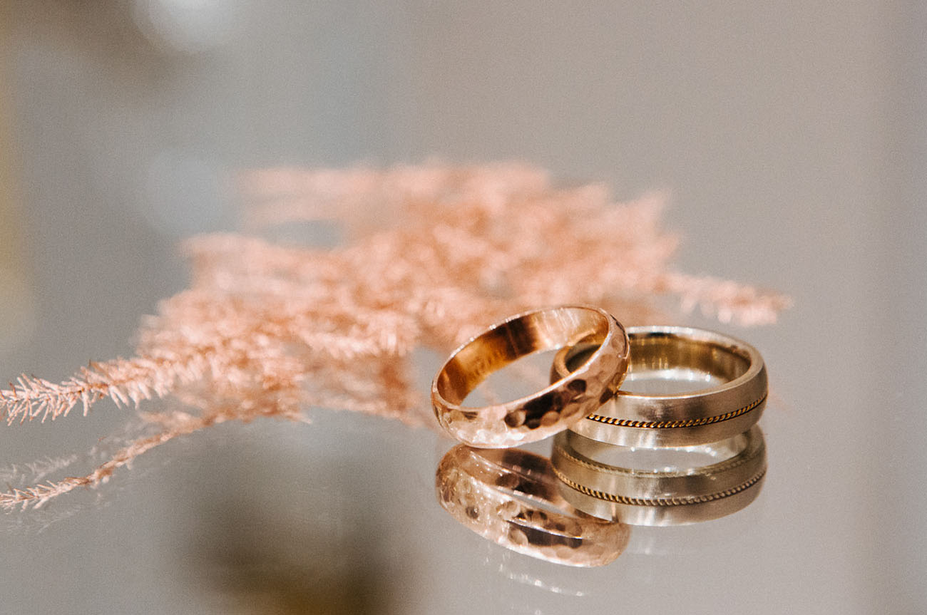 gold weddings bands