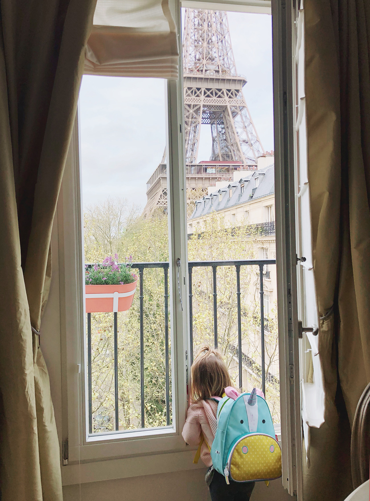Eiffel Tower Apartment with a View!