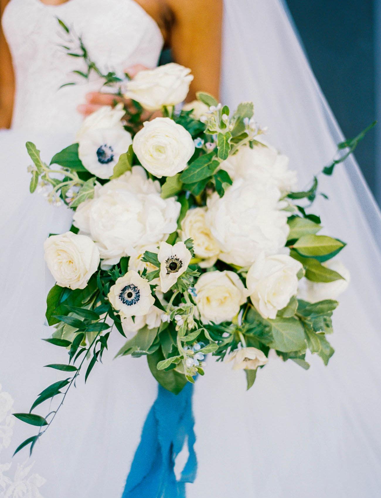 white anemone bouquet