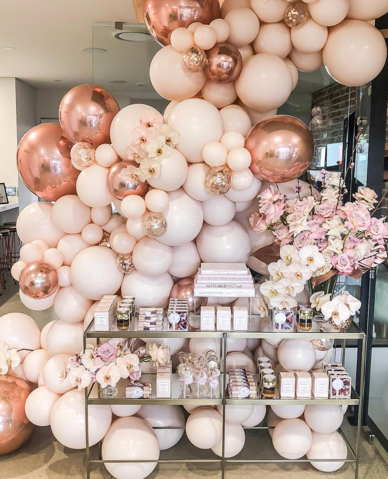 154e949f28d 18 Brilliant Balloon Displays + Creative Ways to Incorporate Them ...