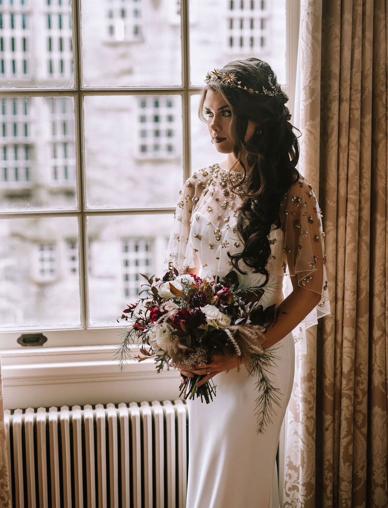 356948b9ce8 Glam and Gilded  Luxe Christmas Wedding Inspiration in a Historic ...