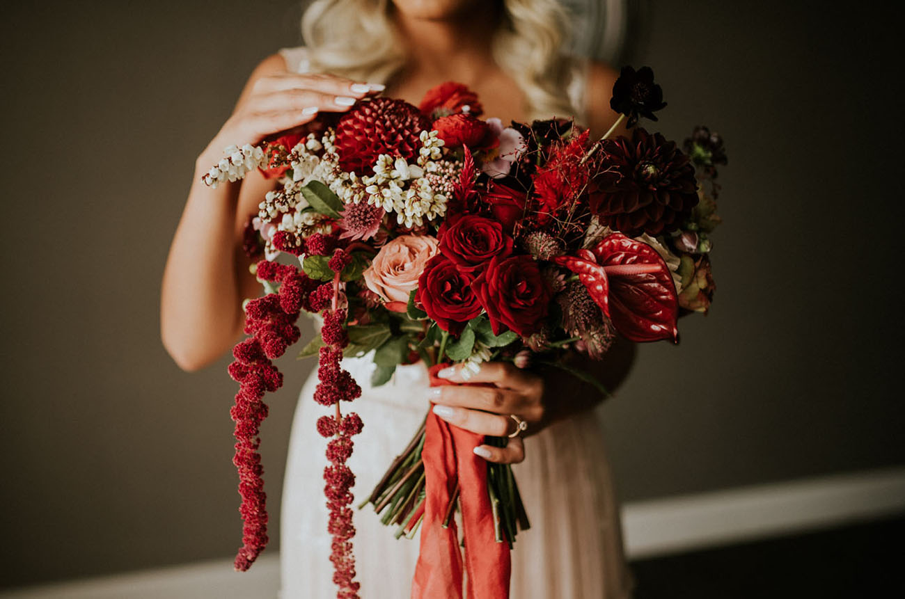 red monochrome bouquet
