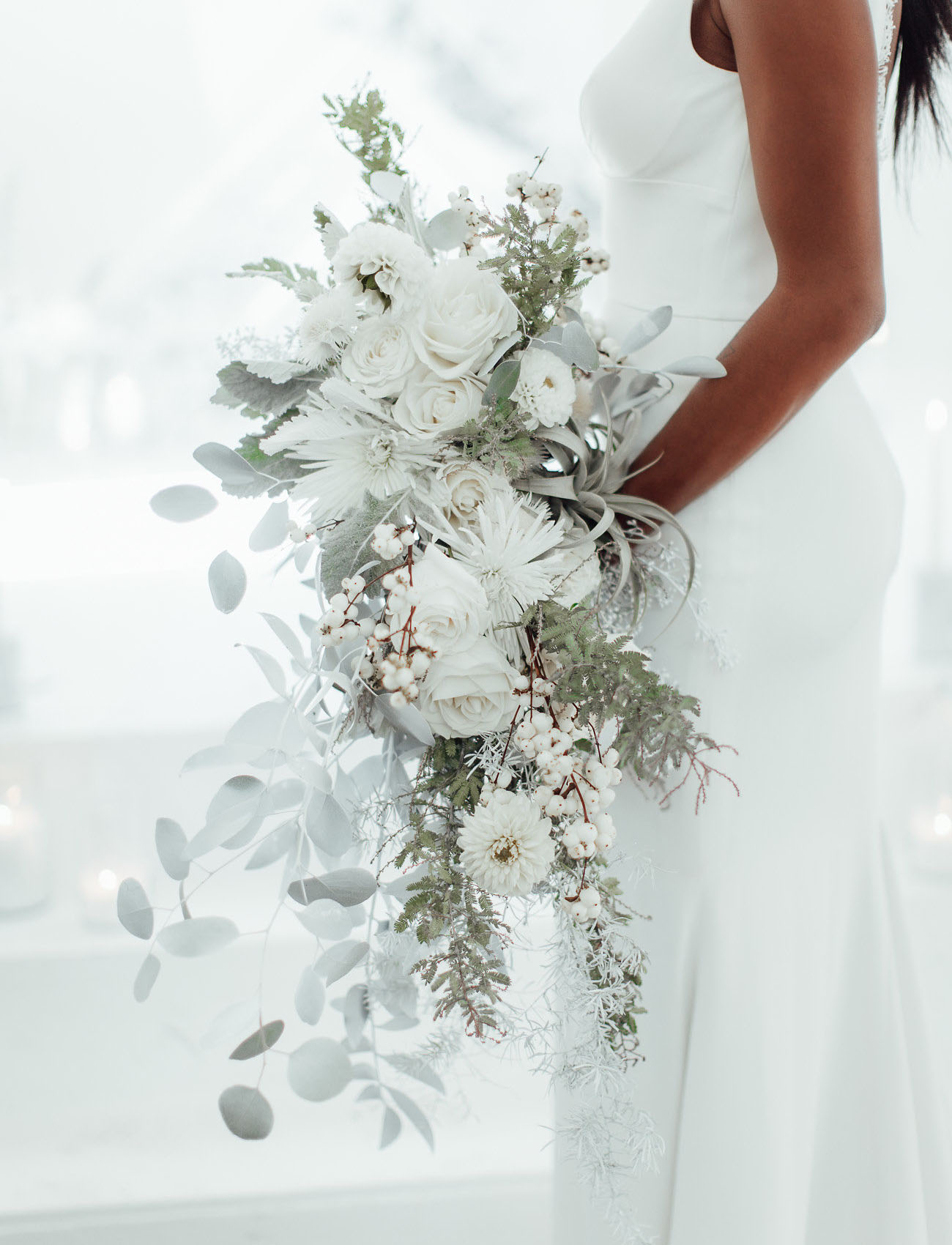 white monochrome bouquet