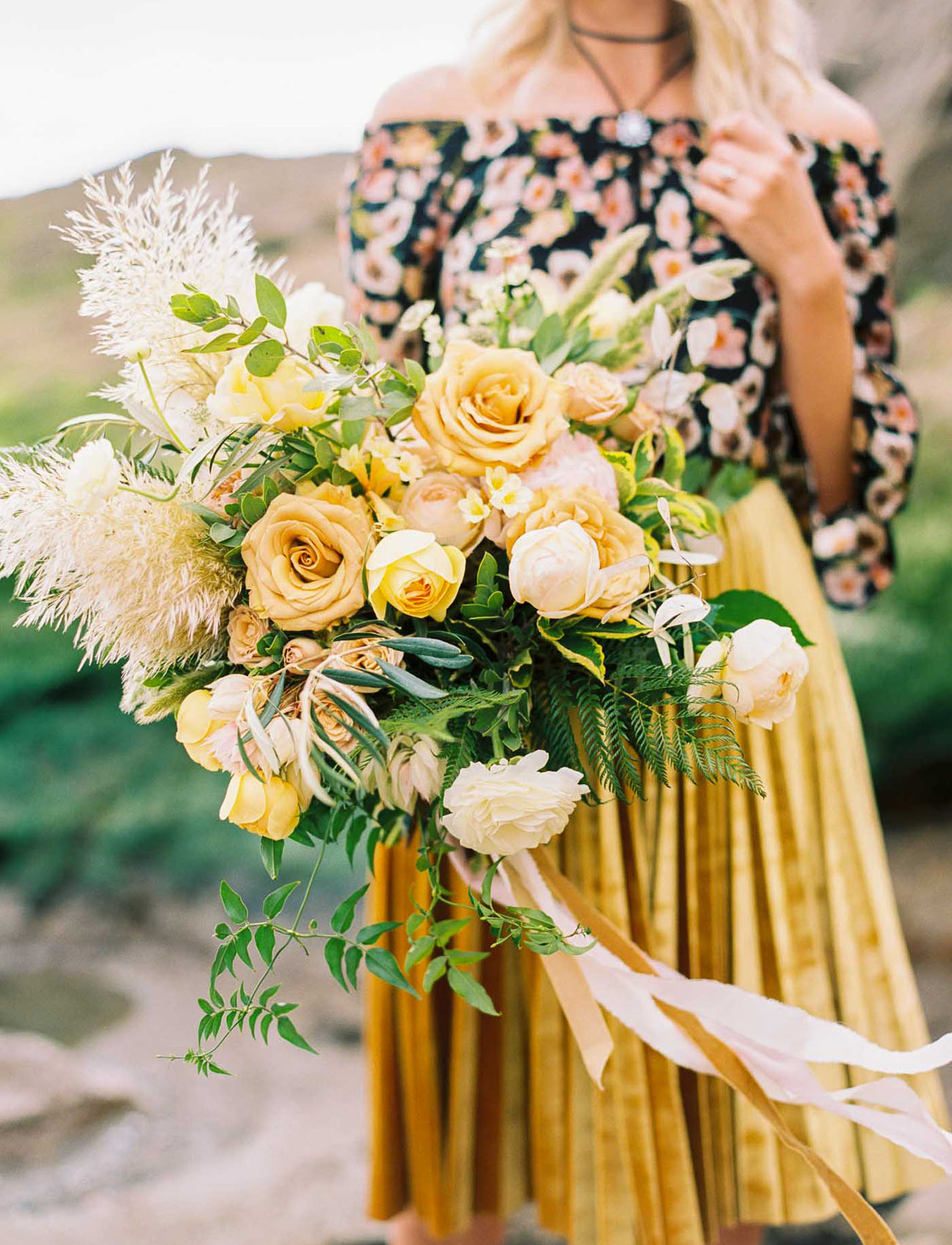yellow monochrome bouquet