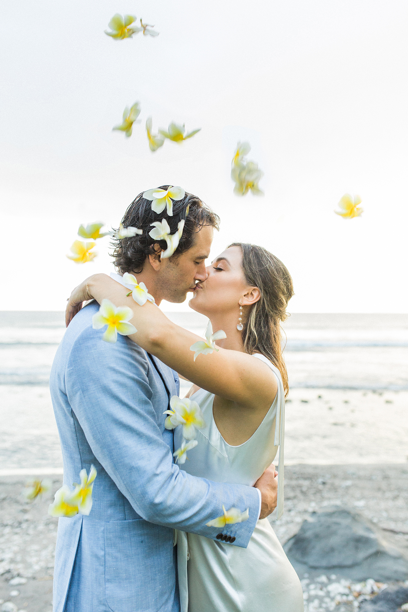 Hawaii newlyweds by Sarah Ellefson Photography