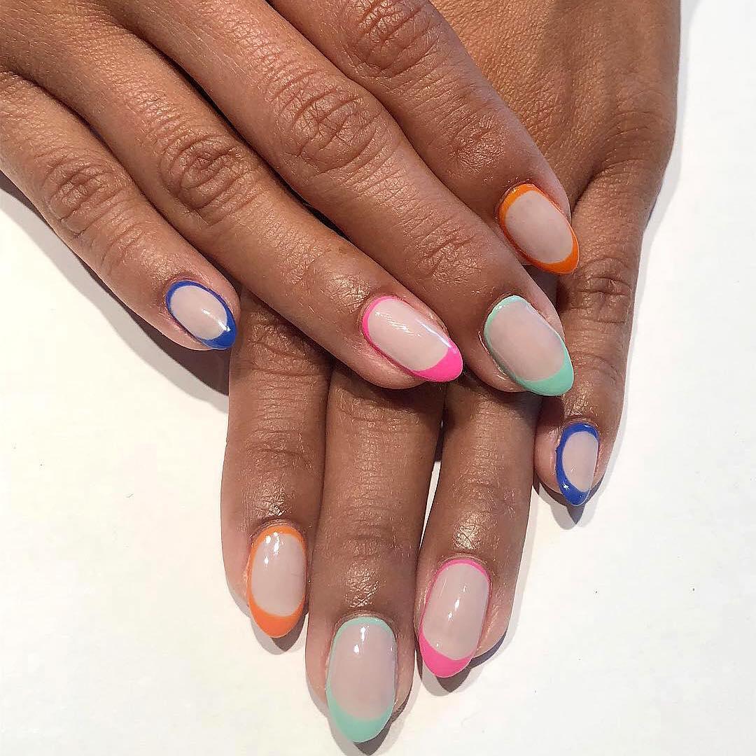 color outline manicure