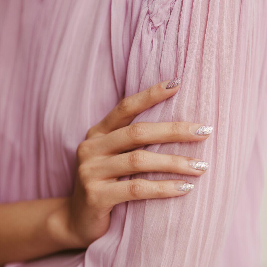 glitter pastel manicure