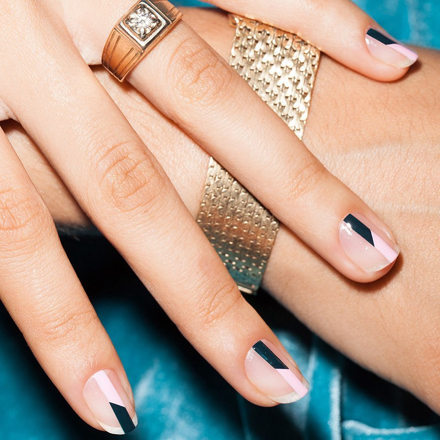 stripe manicure