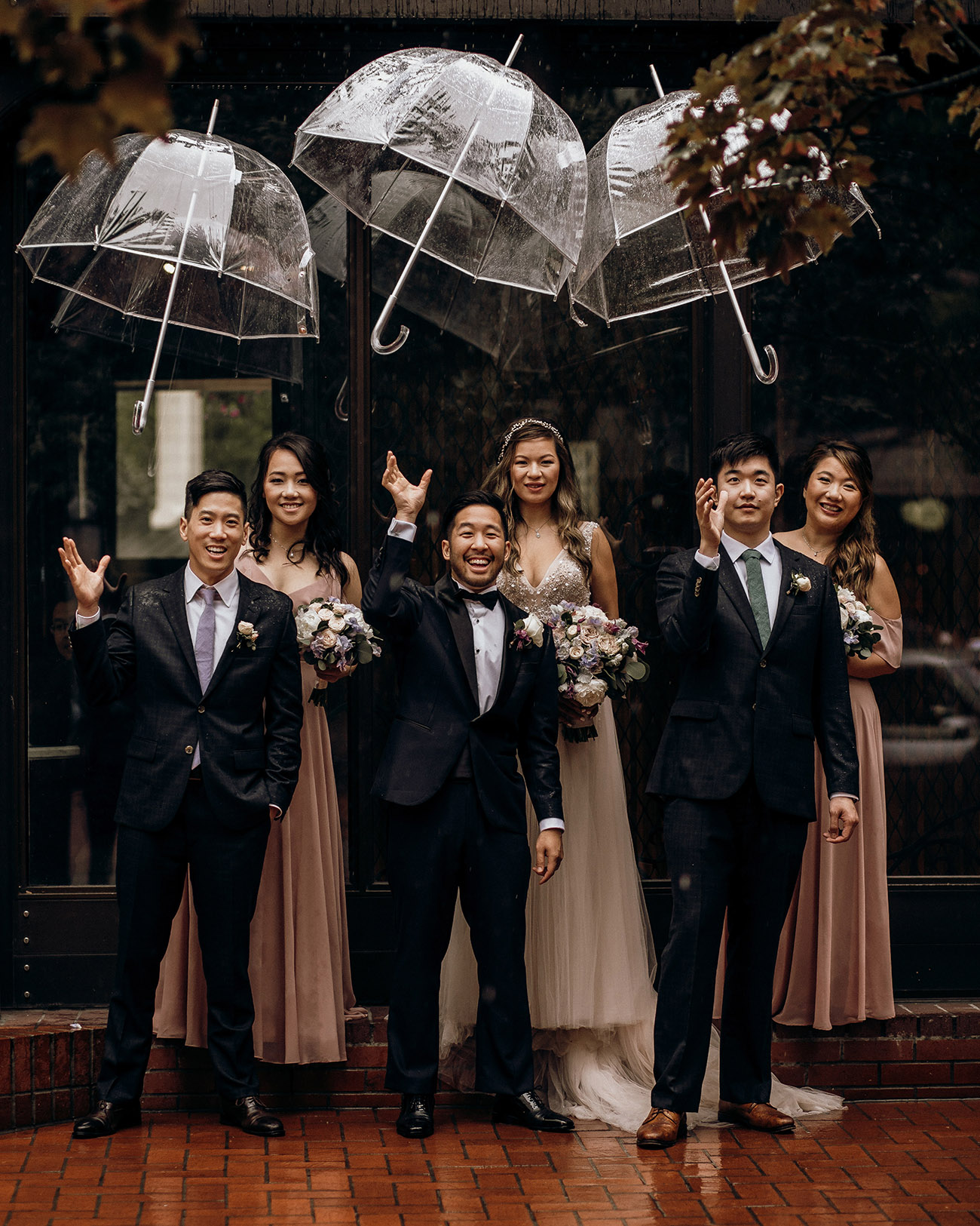 rainy wedding photo idea