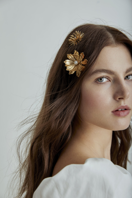 bridal hair trends, gold flower hair pins