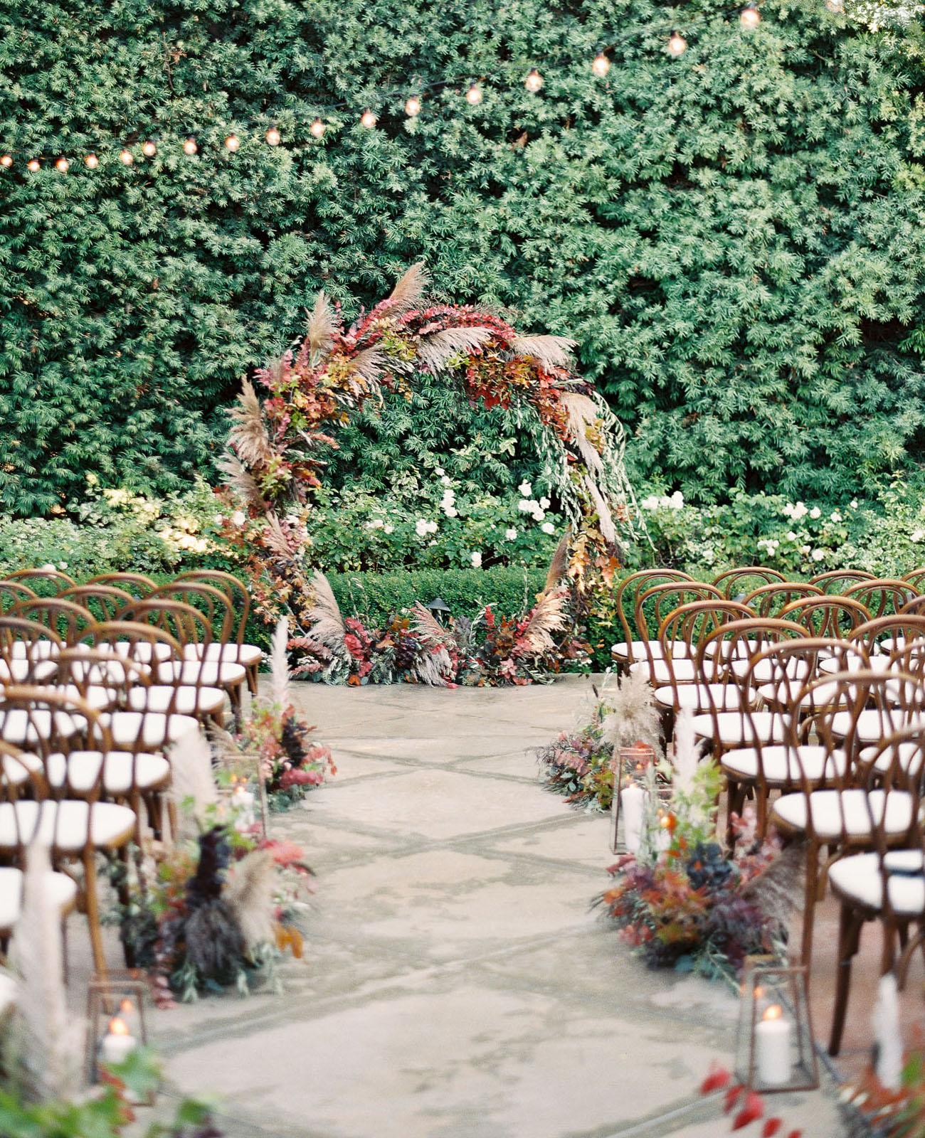 Fall leaf circle arch