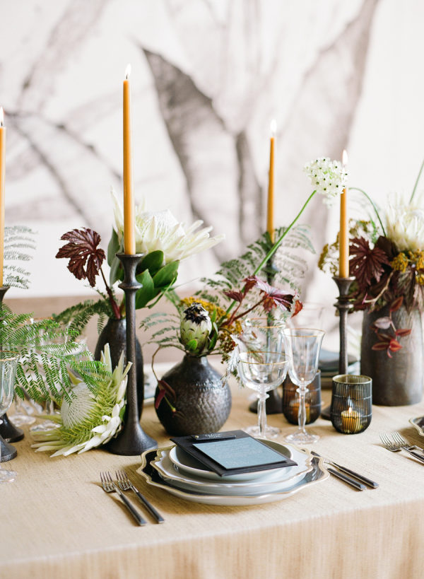 masculine wedding flowers with mixed decor materials
