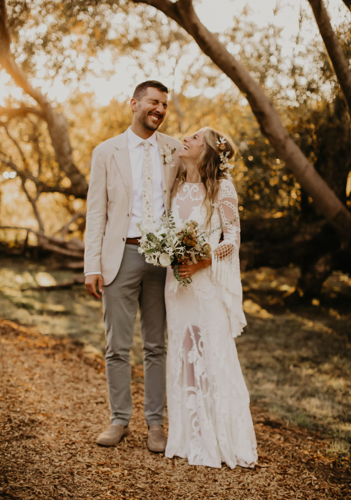 Relaxed Outdoor Wedding Vibes With 1970?s Inspiration + Dried Florals
