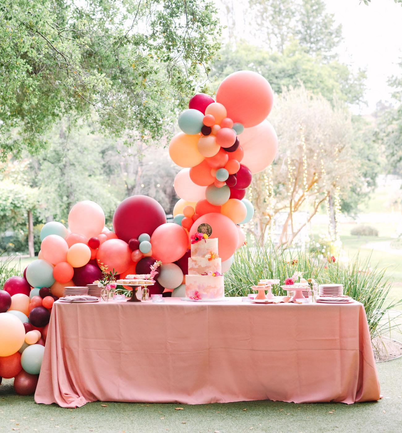 balloon arch cake table