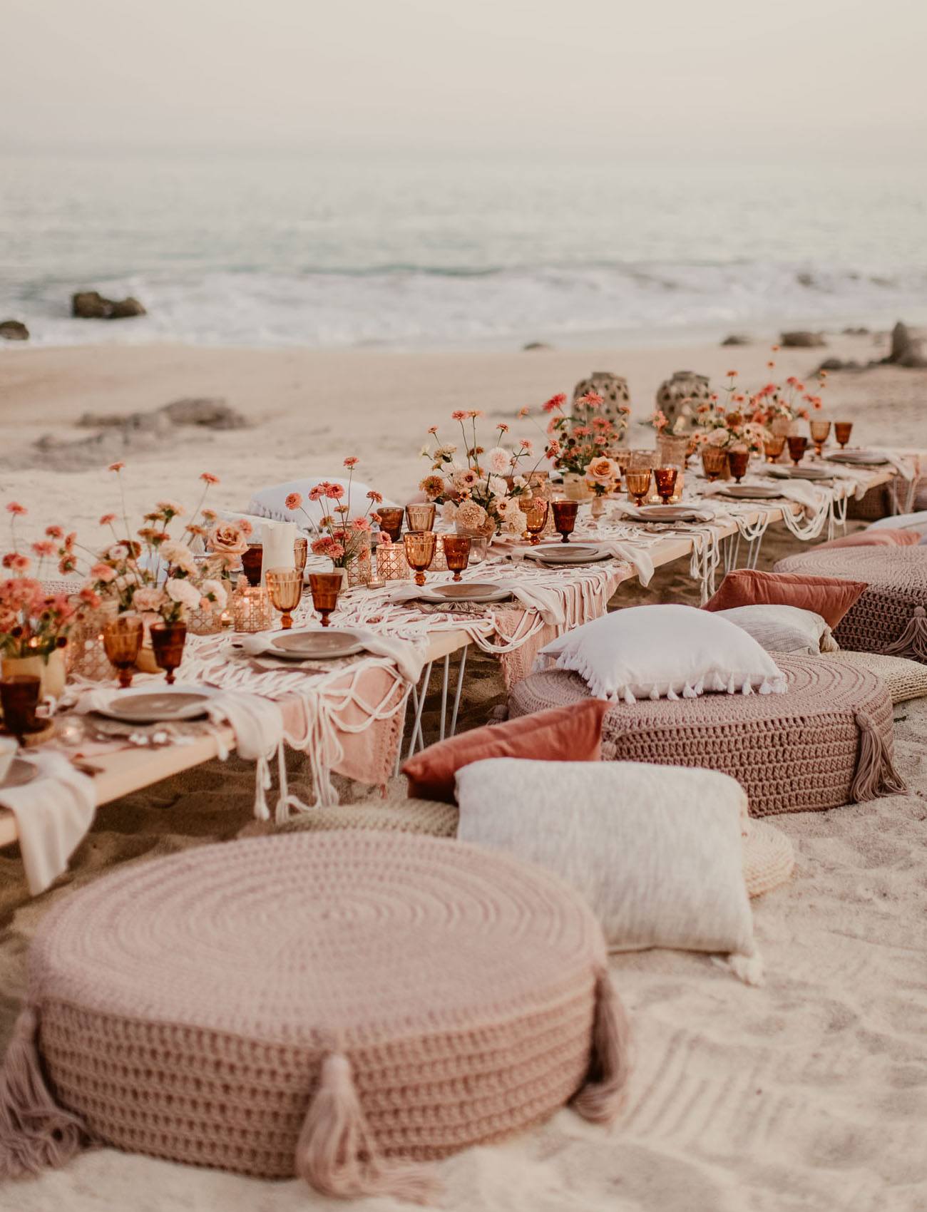 pouf wedding table seating